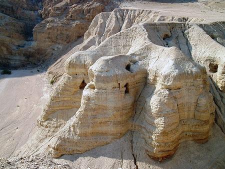 Carvernas onde foram encontrados os manuscritos do Mar Morto.